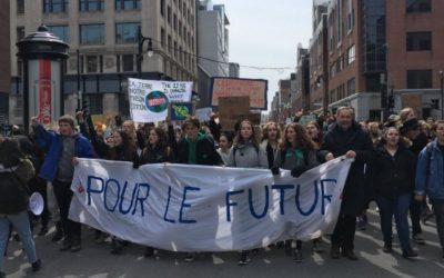 Climat: Thomas Mulcair marche avec les jeunes